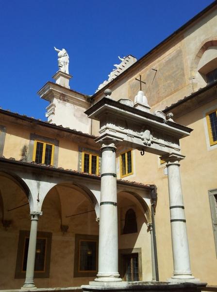 6 - Il pozzo in marmo di Orazio Bergamini ©CertosadiCalci-MiBACT