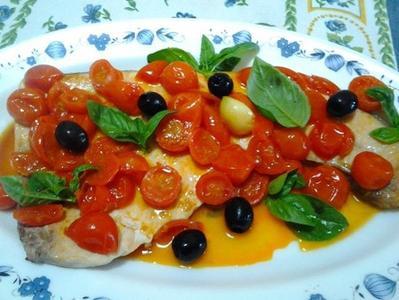 28897086_pesce-spada-con-pomodorini-olive-0