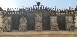 Palazzo Cosentini, dettaglio, balcone su prospetto principale