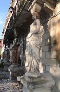 Cariatidi, Casa Sartori, Noghere (Trieste)