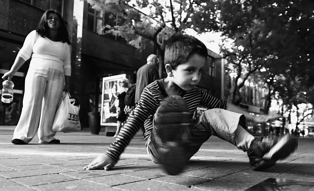 street-breakdance-b483596e-af7d-4dc8-9422-5605db5f531e