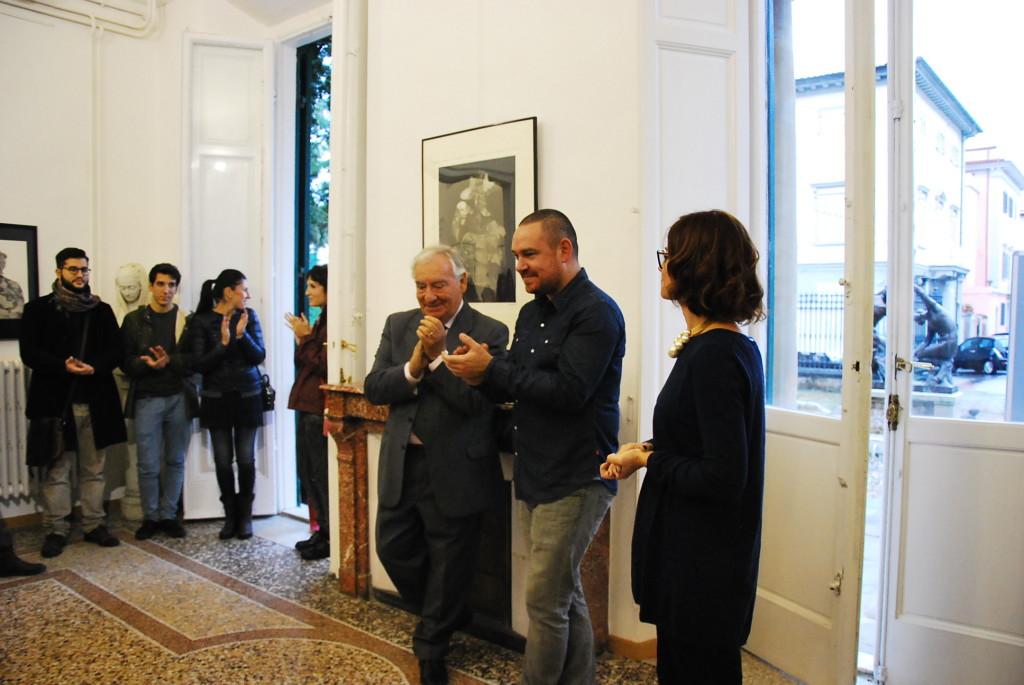 Il Presidente della Fondazione Trossi Uberti Gianfranco Magonzi, l'artista Thomas Amerlynck e la Direttrice della Fondazione stessa il giorno dell'inaugurazione.