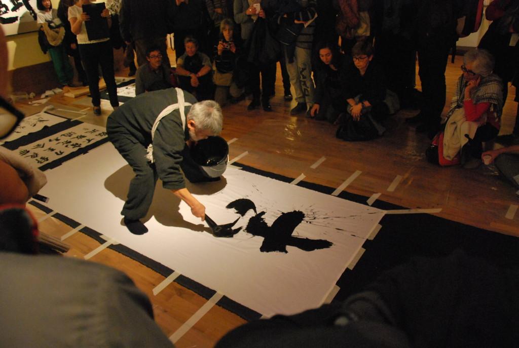 Il Maestro Norio Nagayama nella dimostrazione di Shodō avvenuta in sede di inaugurazione
