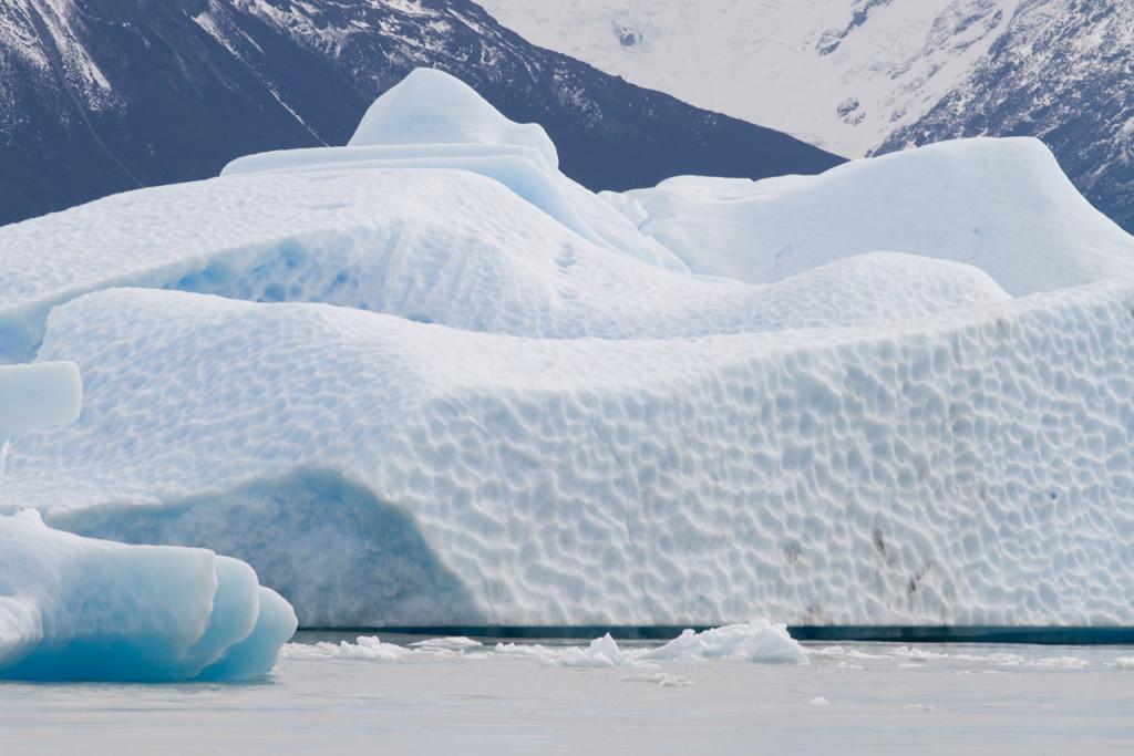 Iceberg_Argentino_lake