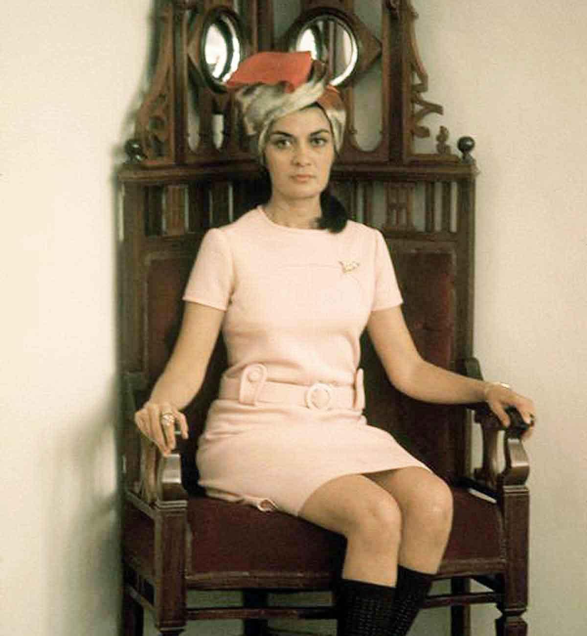 Safia-Tarzi-1960s-Afghan-fashion-designer