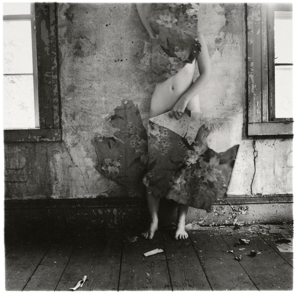 Francesca Woodman, From Space 2, Providence, Rhode Island 1976 © George and Betty Woodman fonte: