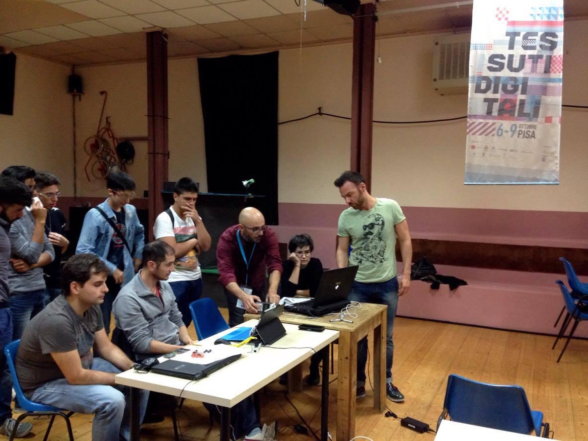 i ragazzi al lavoro: in fondo da sinistra Dario Trovato e Renato Novara