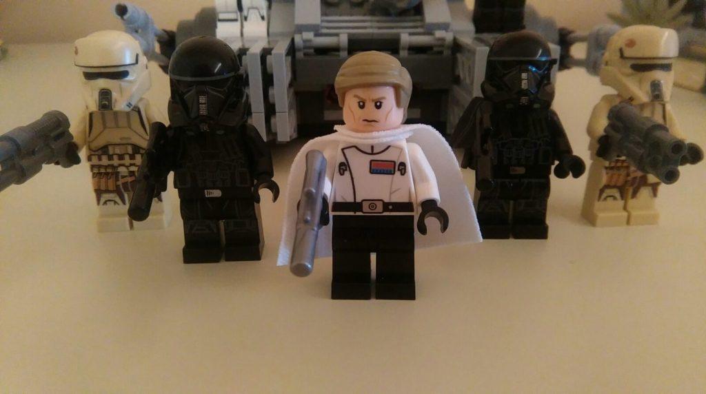 Il direttore Krennic con le nuove truppe imperiali di Rogue One